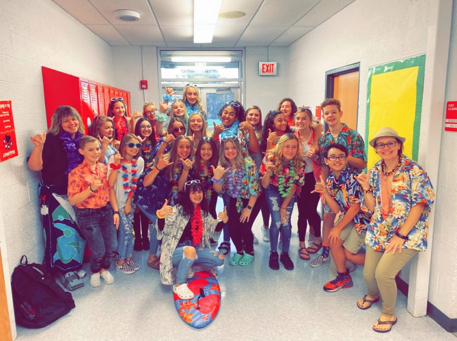 Eighth+grade+students+dress+up+as+Hawaiians+for+group+day+on+Tuesday%2C+Oct.+29.%0A